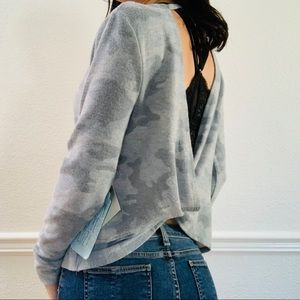 Sweet & Sinful open back Camo sweater grey M